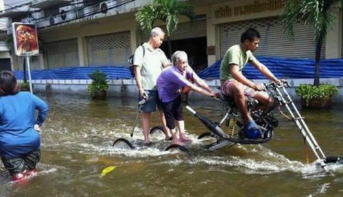 236780_kendaraan-unik-anti-banjir_663_382