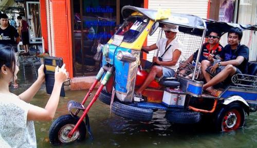 236784_kendaraan-unik-anti-banjir_663_382