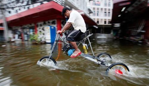 236788_kendaraan-unik-anti-banjir_663_382