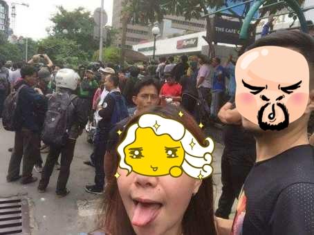 selfie di lokasi bom thamrin lidah menjulur